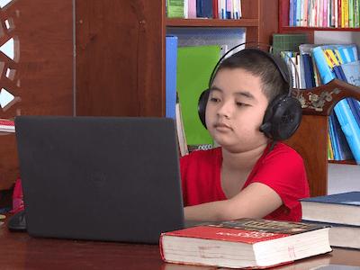 Cậu bé 10 tuổi đam mê khám phá lịch sử, từ nhỏ đã đọc bộ Lê Nin toàn tập