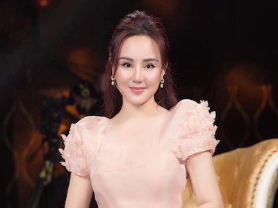 Ca sĩ Vy Oanh phủ nhận thông tin rút đơn, nêu rõ tiến trình kiện bà Phương Hằng