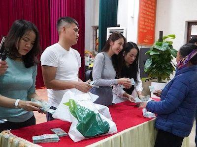 Nghệ An: Người dân được Thủy Tiên hỗ trợ chỉ nhận được tiền, không ký nhận