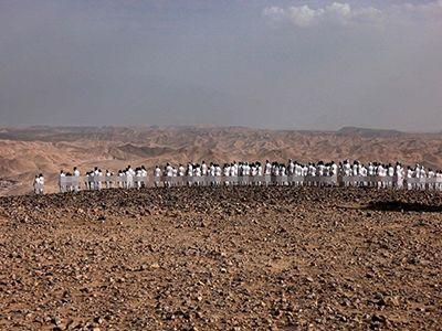 Hàng trăm người mẫu chụp ảnh khỏa thân bên bờ Biển Chết