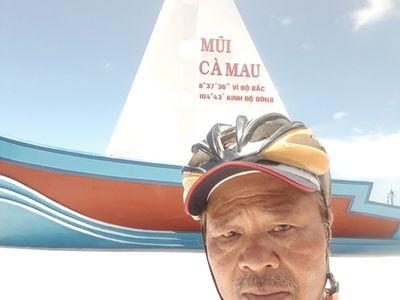 Đạp xe xuyên Việt hơn 2000km, người đàn ông 65 tuổi khiến giới trẻ thán phục bởi nghị lực phi thường