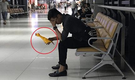 Cộng đồng mạng - Chàng trai bay từ Hà Nội vào Đà Nẵng chỉ để trả lại người yêu cũ con gà nhựa