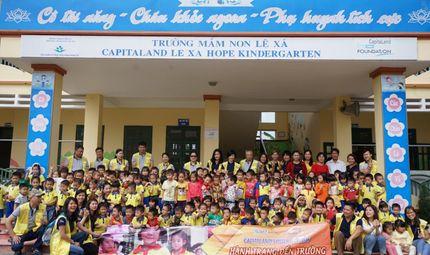 """Bí quyết làm giàu - Hơn 1.000 học sinh nhận quà trong """"Ngày Thiện nguyện CapitaLand"""""""