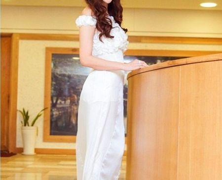 Đây là bộ trang phục NTK Quỳnh Paris thiết kế tặng riêng cho Hoa hậu.