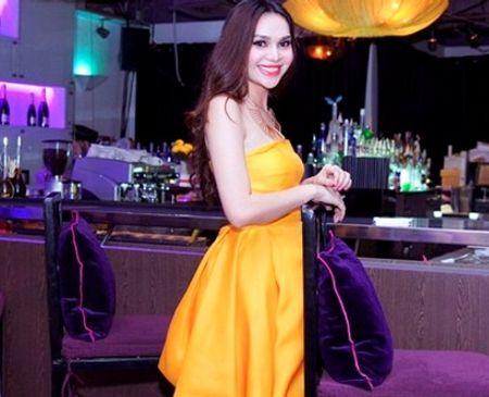 Diệu Hân cũng tham gia làm người mẫu quảng cáo và lấn sân sang lĩnh vực phim ảnh.