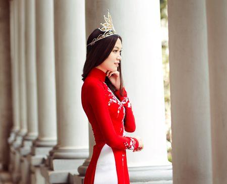 Bộ ảnh được thực hiện bởi stylist Tân Đà Lạt, make-up Phúc Nghĩa và trang phục áo dài của nhà thiết kế Hoàng Hải.