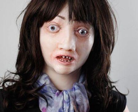 Mặt nạ tái hiện: hút thuốc lá gây nên tác hại da mặt nhăn nheo, răng xỉn...