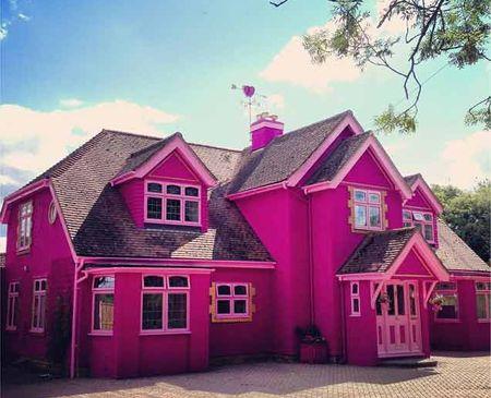 Nhà khách này có tên Eaton House, là một trong những bất động sản sang trọng ở vùng nông thôn nước Anh.