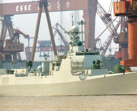 Tàu khu trục mang tên lửa dẫn đường loại  052D  của Hải quân Trung Quốc