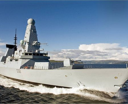 Tàu khu trục mang tên lửa dẫn đường 45 của Hải quân Anh