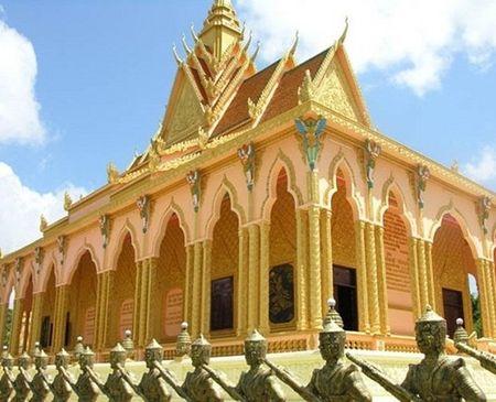 Chùa Phnô-đung cũng là ngôi chùa cổ tại huyện Trà Cú, nơi ông Trầm Bê bỏ 7,5 tỷ trùng tu lại. Chùa tọa lạc ở ấp Cây Da, xã Đại An cách TP Trà Vinh khoảng 49 km về hướng Đông Nam. Chùa Phnô-đung còn gọi là chùa Giồng Lớn, do ngôi chùa được xây dựng trên một con giồng rộng và nơi đây có nhiều chim cò trú ngụ, nên mọi người còn quen gọi là Chùa Cò.