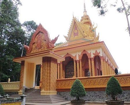 3 ngôi chùa khác được đại gia Trầm Bê xây dựng tại Trà Vinh gồm chùa Bến Có (4 tỷ), chùa Mới (7 tỷ) và chùa Tà Điêu (6 tỷ). Ngoài ra, vị đại gia này còn bỏ ra 6 tỷ để xây một ngôi chùa ở huyện Vũng Liêm, Vĩnh Long.