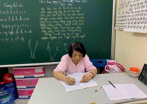 Việc tốt quanh ta - Bà giáo 78 tuổi mở lớp học tình thương đặc biệt suốt 25 năm giữa lòng Hà Nội
