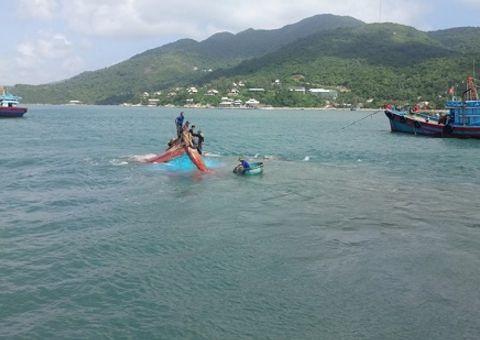 Việc tốt quanh ta - Chìm tàu trên biển Cù Lao Chàm, 12 ngư dân được ứng cứu kịp thời
