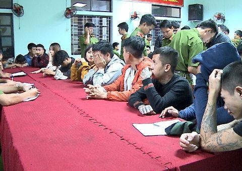 An ninh - Hình sự - Đột kích quán karaoke lúc rạng sáng, phát hiện 28 nam nữ đang phê ma túy