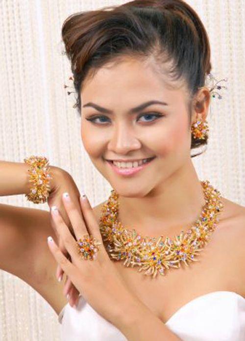 Người mẫu Quỳnh Trang nude gây sốc trong Người giấu mặt