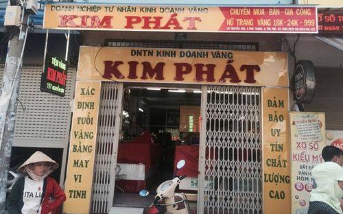 Truy tìm thanh niên bịt khẩu trang dọa phóng hỏa tiệm vàng ở Sài Gòn - Ảnh 1
