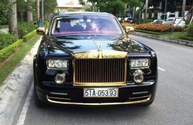 Đại gia bí ẩn sở hữu Iphone và Rolls Royce mạ vàng - Ảnh 2
