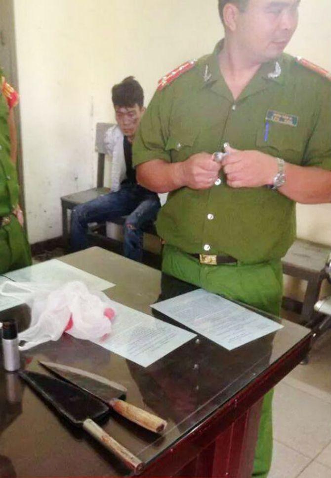 Côn đồ dùng dao phóng lợn đâm trọng thương CSGT và người dân - Ảnh 1