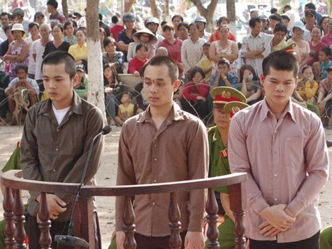 """Hai nhóm thanh niên hỗn chiến vì chê dùng """"hàng"""" rởm  - Ảnh 1"""