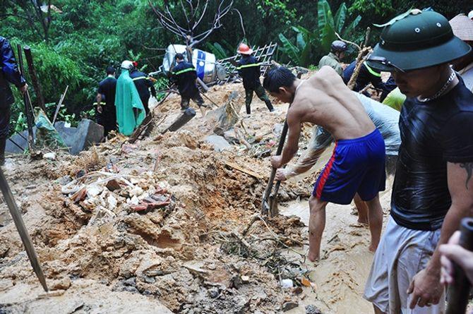 Đã tìm thấy 8/9 thi thể trong vụ sạt lở đất ở Hạ Long