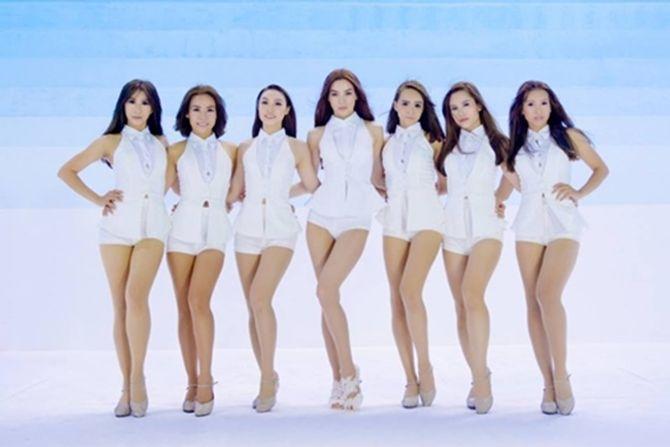 Hà Hồ mặc quần ngắn cũn trong MV mới