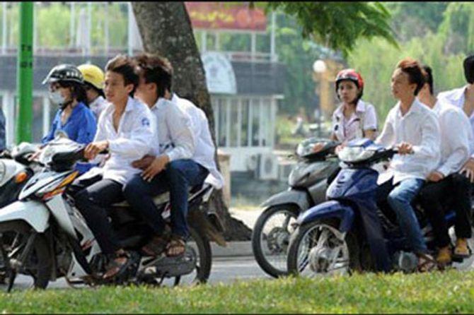 Buộc học sinh, sinh viên nghỉ học 7 ngày vì vi phạm giao thông là khiên cưỡng